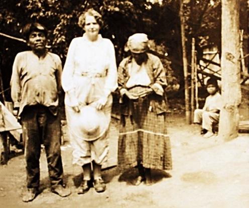 Entre um casal de índios da etnia Kaingang, em Faxinal, Paraná