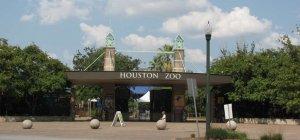 Fachada do Houston Zoo, no Texas, que terá recinto específico para o bioma do Pantanal. (Foto: Divulgação/Roadtrippers.com)